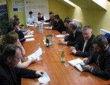 zdjęcie z uroczystości podpisania Umowy w sprawie Realizacji Projektu pomiędzy Związkiem Gmin Dorzecza Wisłoki a Władzą Wdrażającą Programy Europejskie